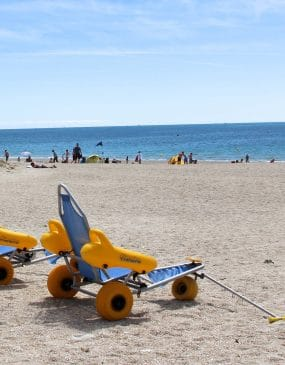 Beach accessible to people with reduced mobility at Carnac