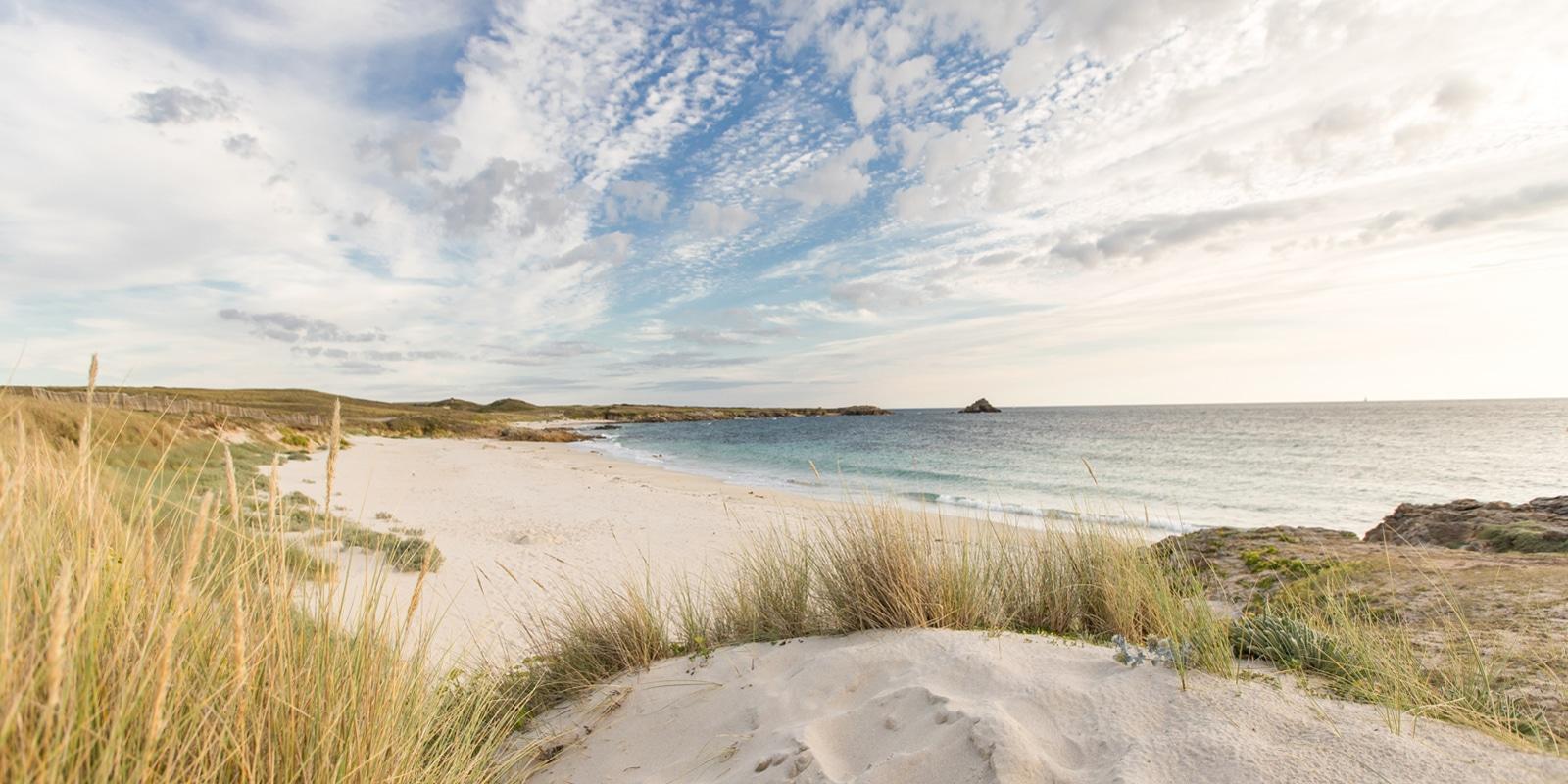 plage sur l'île de Hoëdic copyright Simon BOURCIER-Morbihan Tourisme
